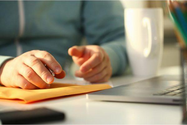 Si el empresario paga reiteradamente en negro, el trabajador puede pedir el fin de contrato con indemnización