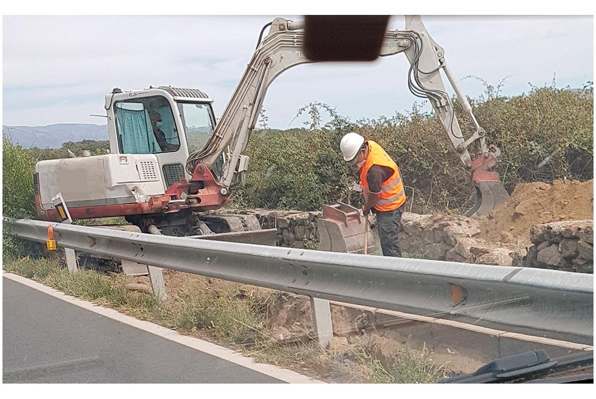 Trabajadores en mantenimiento de infraestructuras agosto 2020